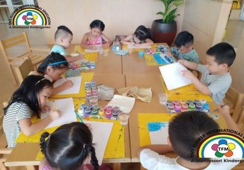 """Tác phẩm của các bé trong tiết học """"Vẽ sáng tạo"""""""