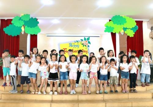 Hoạt động 20/11 Tiny 8 - Tiny Flower Montessori School