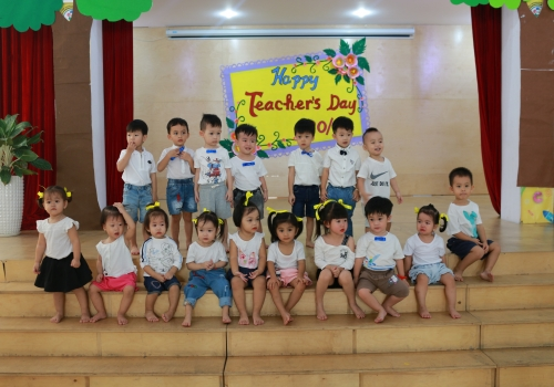 Hoạt động 20/11 Tiny 1 - Tiny Flower Montessori School