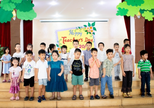 Hoạt động 20/11 Tiny 12 - Tiny Flower Montessori School