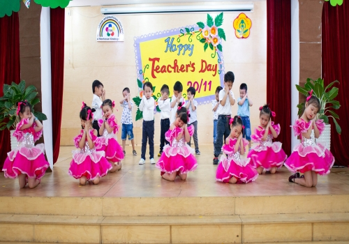 Hoạt động 20/11 Tiny 6 - Tiny Flower Montessori School
