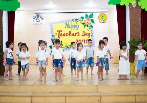 Hoạt động 20/11 Tiny 4 - Tiny Flower Montessori School