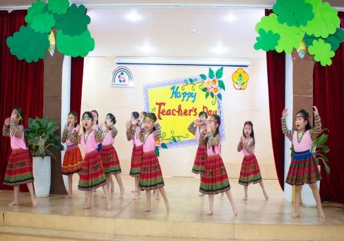 Hoạt động 20/11 Nhóm năng khiếu - Tiny Flower Montessori School