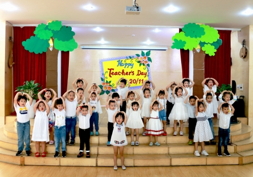 Hoạt động 20/11 Tiny 10 - Tiny Flower Montessori School