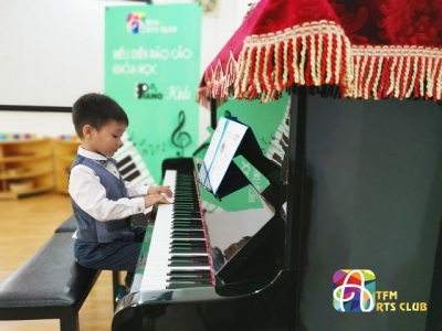 Biểu diễn báo cáo khóa học Piano Kids
