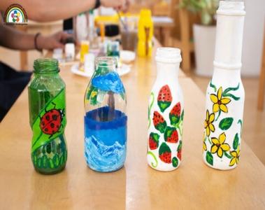 Vẽ và trang trí sáng tạo trên chai thủy tinh